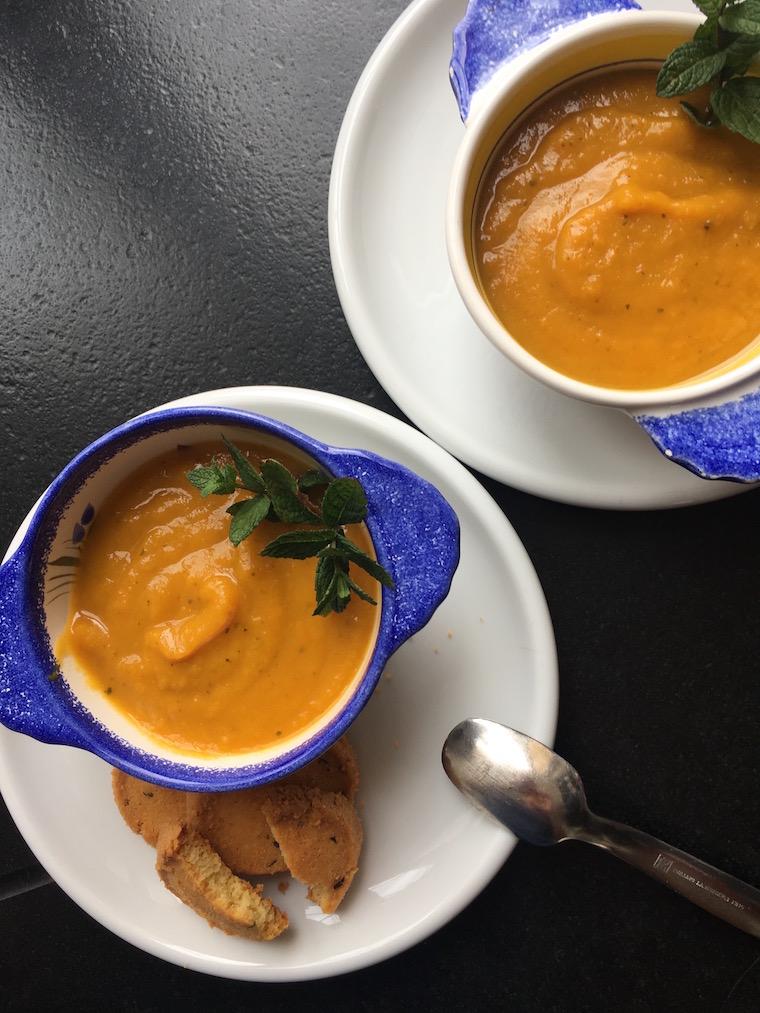 grignote d t soupe froide de carottes la menthe sabl s au carrouges et thym frais. Black Bedroom Furniture Sets. Home Design Ideas